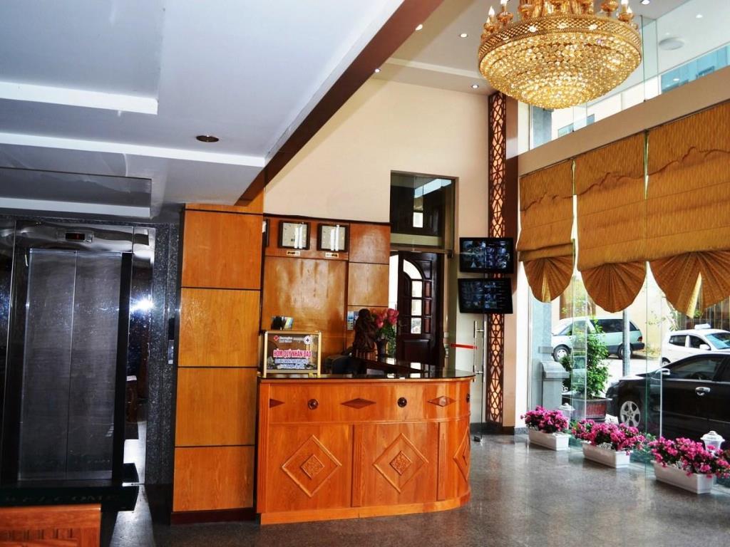 Lễ tân Khách sạn Eden Quảng Ninh