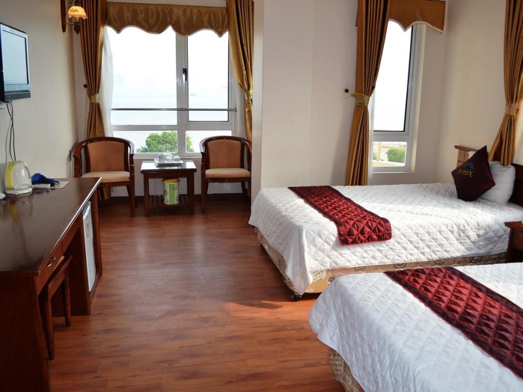 phòng 2 giường hướng biển khách sạn Eden Bãi Cháy