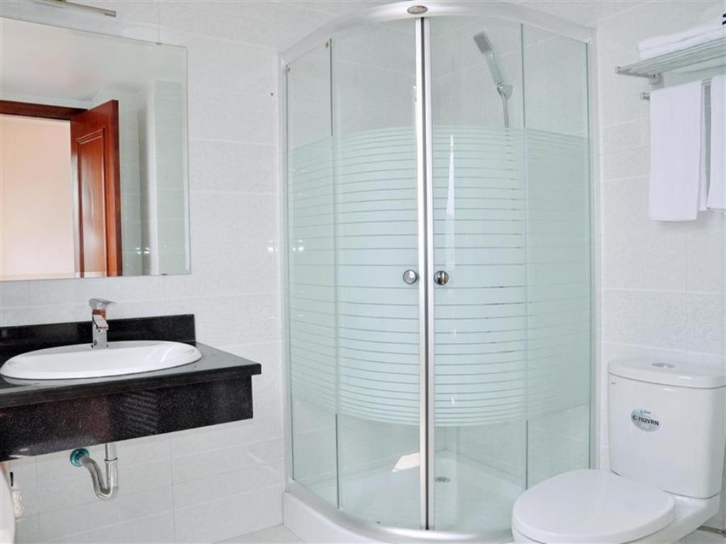 phòng vệ sinh của khách sạn Eden 3 sao Hạ Long