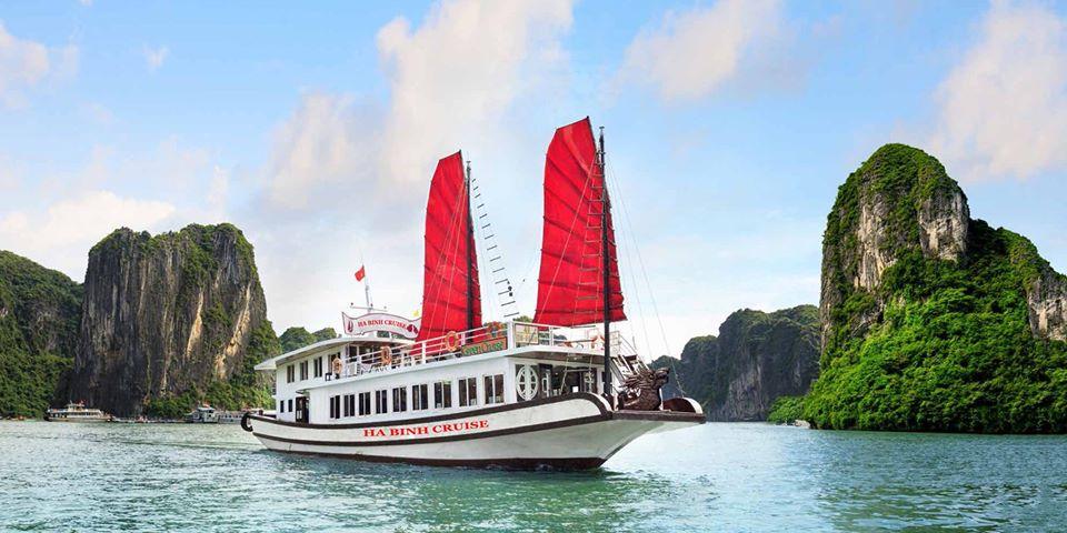Thăm vịnh 4 tiếng với tàu Hà Bình